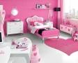 dormitor-roz-barbie