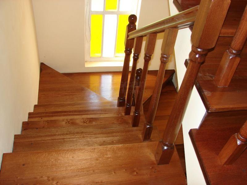 scari interioare multi-nivel