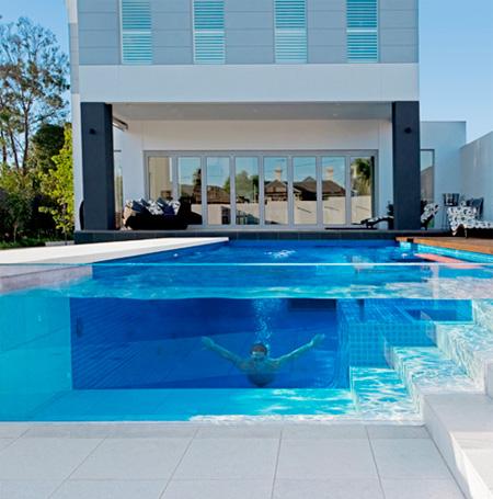 piscina transparenta