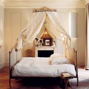 dormitor pat baldachin