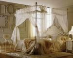 pat cu baldachi in dormitor